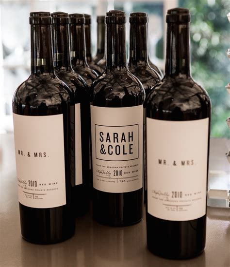 wedding ideas personalized wine chagne bottles