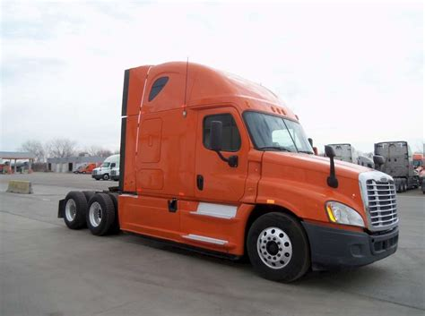 Sleeper Semi Trucks For Sale by 2013 Freightliner Cascadia 113 Sleeper Semi Truck For Sale
