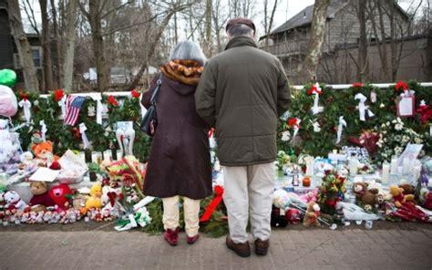 26 christmas trees sandy hook in newtown memorials are but reminders are everywhere al jazeera america