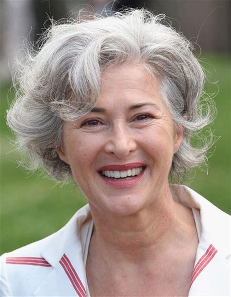 moderne frisuren f 252 r graue haare