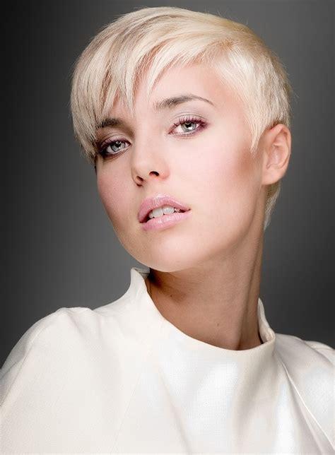 with extremely thinning hair θα κόψετε τα μαλλιά σας φέτος δείτε όλα τα κοντά