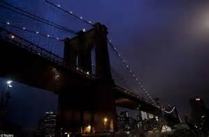darkest hour brooklyn earth hour 2012 iconic buildings across world turn off