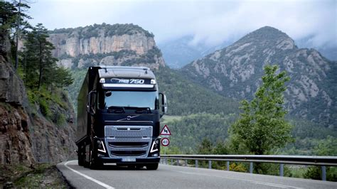 volvo truck video volvo trucks i see how to save 5 fuel new volvo fh