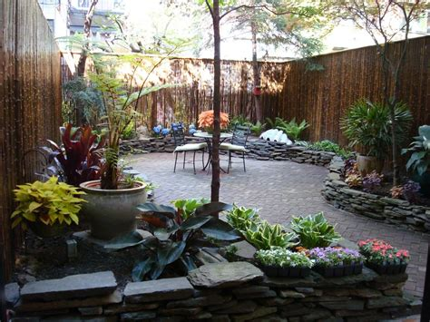 urban backyard gardens by robert urban townhouse backyard spaces