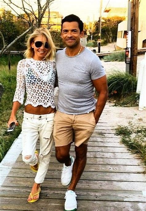 how to get curls like kelly ripa wears best 25 kelly ripa ideas on pinterest jeans and t shirt
