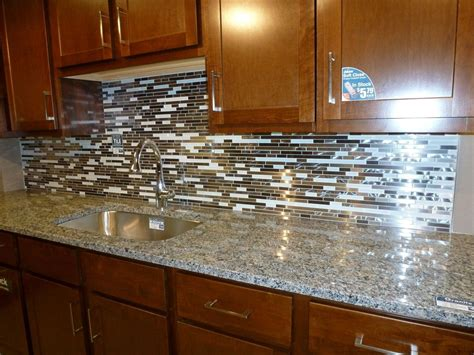 Glass Backsplashes For Kitchens Pictures by Glass Tile Kitchen Backsplashes Pictures Metal And White