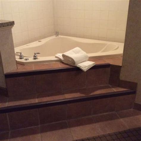 hotels with whirlpool bathtubs whirlpool tub picture of holiday inn express grove city