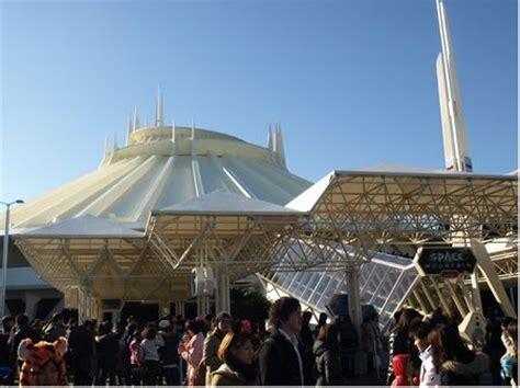 a tour of tokyo disneyland: tomorrowland