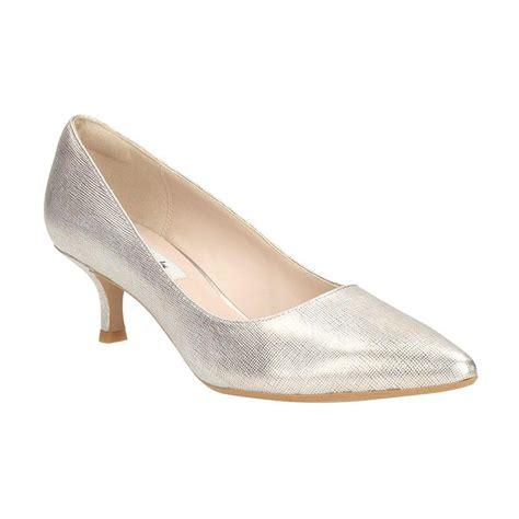 Daftar Sepatu Wanita Clarks jual clarks 261145705 aquifer soda chagne metallic sepatu wanita harga kualitas