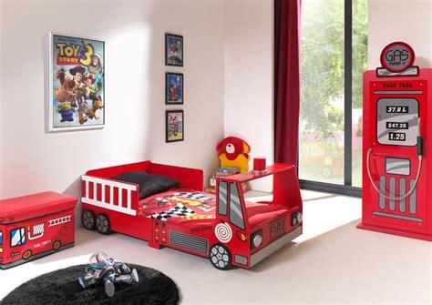 decoration chambre pompier lit enfant camion de pompier heroes lit chevet enfant