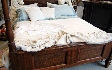 letti a baldacchino in legno letto a baldacchino legno finest letto lussuoso con