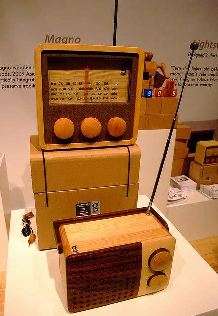 Handcrafted Radio - design with benefits ikono wooden radio