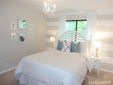 striped walls bedroom savvy southern style wow us wednesdays 67