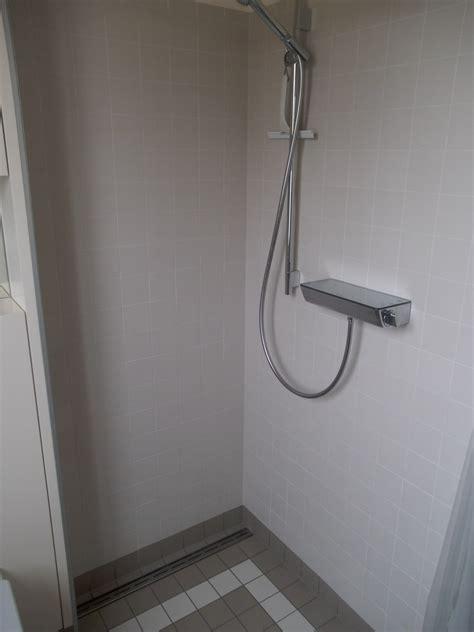 wandbelag dusche badezimmer kast fliesen
