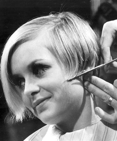 twiggyhairstyles for straight hair 1960 s 1960s beehive hairstyle which decade had the most