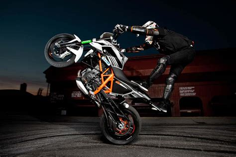 Ktm Stunt Rok Bagoroš S New Ktm 690 Duke Stunt Bike Asphalt Rubber