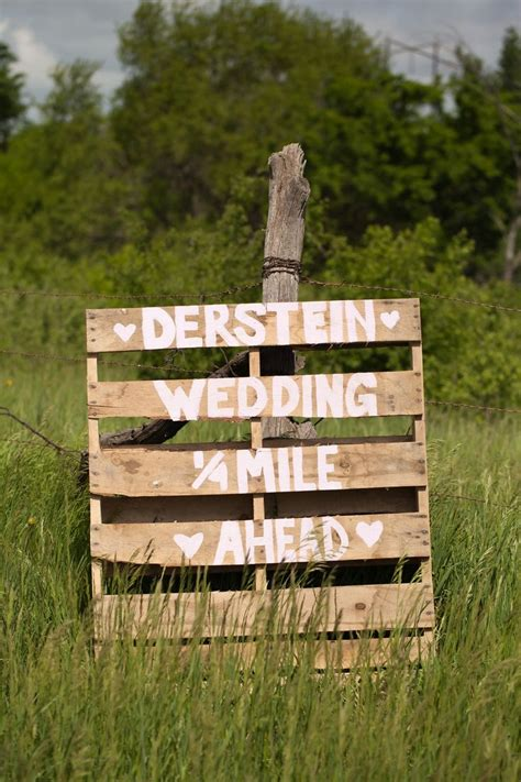 Pallet Wedding Decor 25 Best Ideas About Wedding Direction Signs On Pinterest
