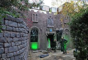 Halloween House Decorations Uk Happy Halloween For Jonathan Ross As He Goes All Out On