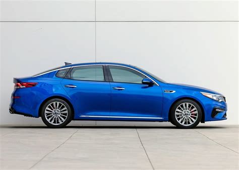 car features list  kia optima   base uae yallamotor