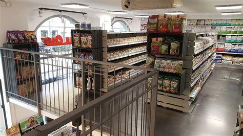 scaffali su misura arredamenti per negozi scaffali per negozi pannelli