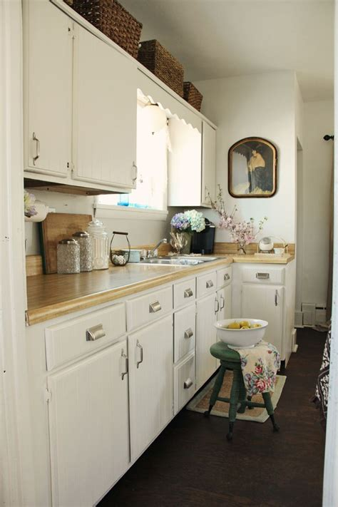 coffee color kitchen cabinets white cabinets behr swiss coffee white painted