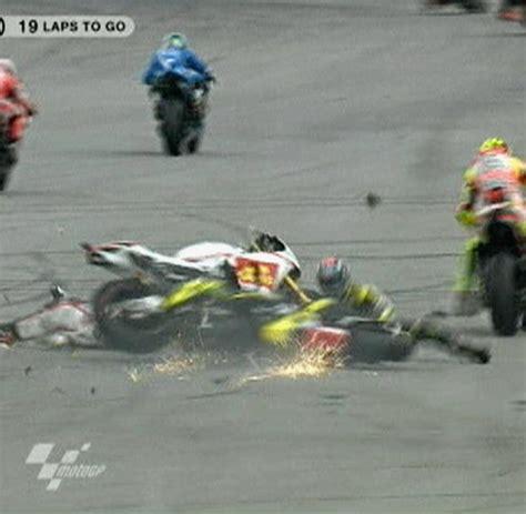 Motorrad Gp T Dlicher Unfall by T 246 Dlicher Unfall Sanit 228 Ter Lie 223 En Trage Mit Simoncelli