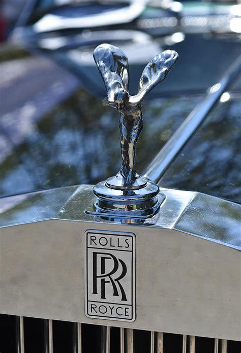 rolls royce car logo rolls royce logo photograph by ronda broatch