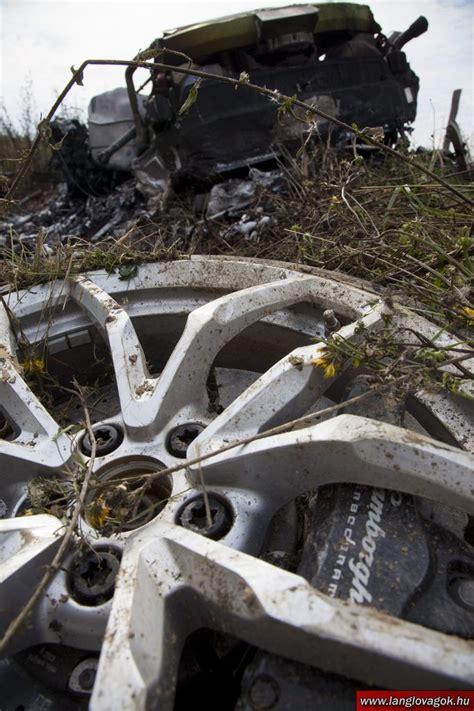 crashed lamborghini huracan lamborghini huracan crashes burns to the ground in