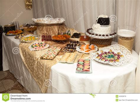 Sweety Gold Xl 26 sweet table on wedding or event stock image