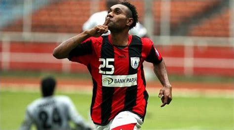 Kaos Bola 2 Supporter Persipura Jayapura sports inilah 10 klub sepak bola terkaya di indonesia keepo