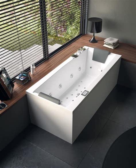 Moderne Badewanne mit Jacuzzi, verschiedene Größen   IDFdesign