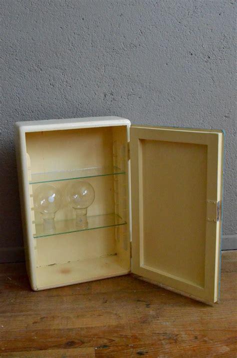Meuble Pharmacie Vintage by Meuble De Pharmacie Pascaline L Atelier Lurette