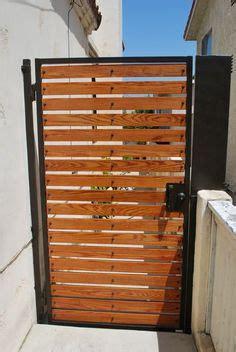 side gate option horizontal slats   vertical