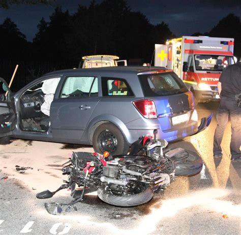 Motorrad Unfall Tod by T 246 Dlicher Unfall Motorradfahrer Kracht Gegen Laterne Und