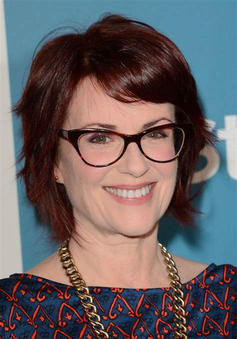 choppy hairstyles for over 50 megan mullally layered choppy bob hairstyle hairstyles