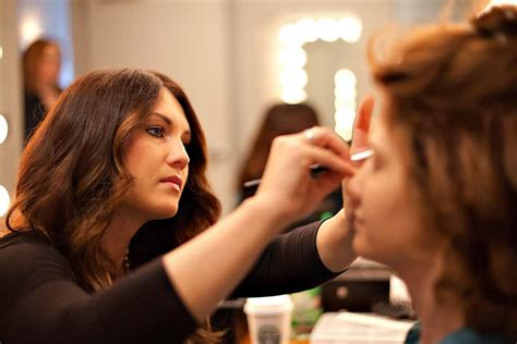 how to be an professional artist the dress code for your makeup artistry job my fashion villa