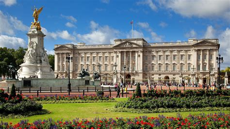 how many bedrooms are there in buckingham palace royal london tour london cabbie tours