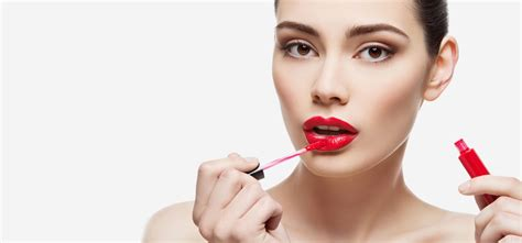 Lipstik Glossy lipgloss when and where to wear it lipstick make up institute