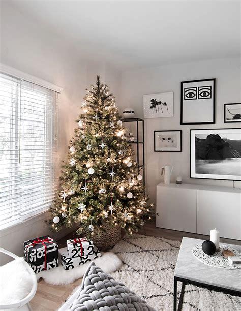 modern minimal christmas tree