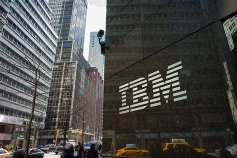 Ibm Search Ibm Employees Will Now Get Choice Of Apple Macbooks Fortune