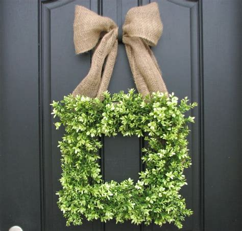 Square Wreaths For Front Door Boxwood And Burlap Wreath Wreath Ghirlande Wreaths Burlap Bows And