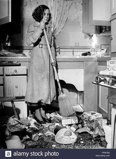 Retro Woman Cleaning Stock Photos & Retro Woman Cleaning