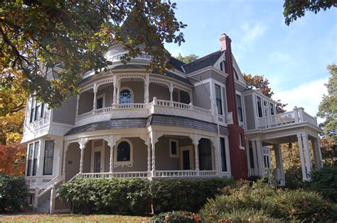queen anne victorian homes victorian house on pinterest 91 pins