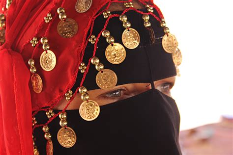 what to wear in l bedouin clothing