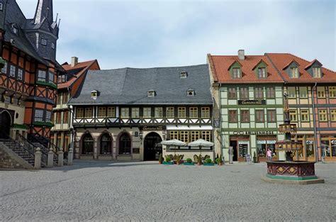 wernigerode gothisches haus wernigerode blick 252 ber den markt mit wohlt 228 terbrunnen und