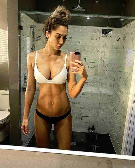 fit body after c section chontel duncan fitness model flaunts six pack abs one