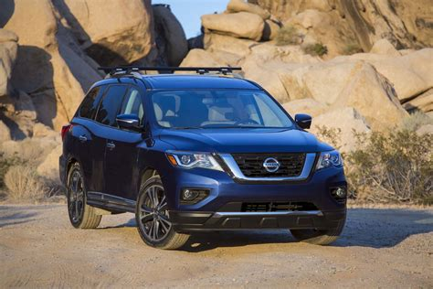 nissan pathfinder hybrid 2017 2017 nissan pathfinder reviews and rating motor trend canada