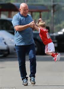 you swing me right round wayne rooney s son klay sports manchester utd kit daily