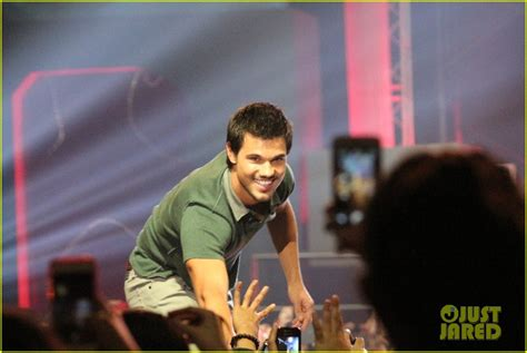 bench philippines clothes taylor lautner promotes bench clothing in the philippines photo 2933338 taylor