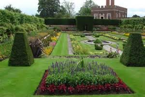 sun f formal garden